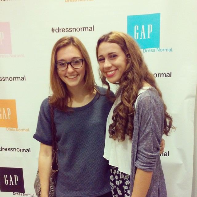Friend Pose with a GAP dressnormal Backdrop